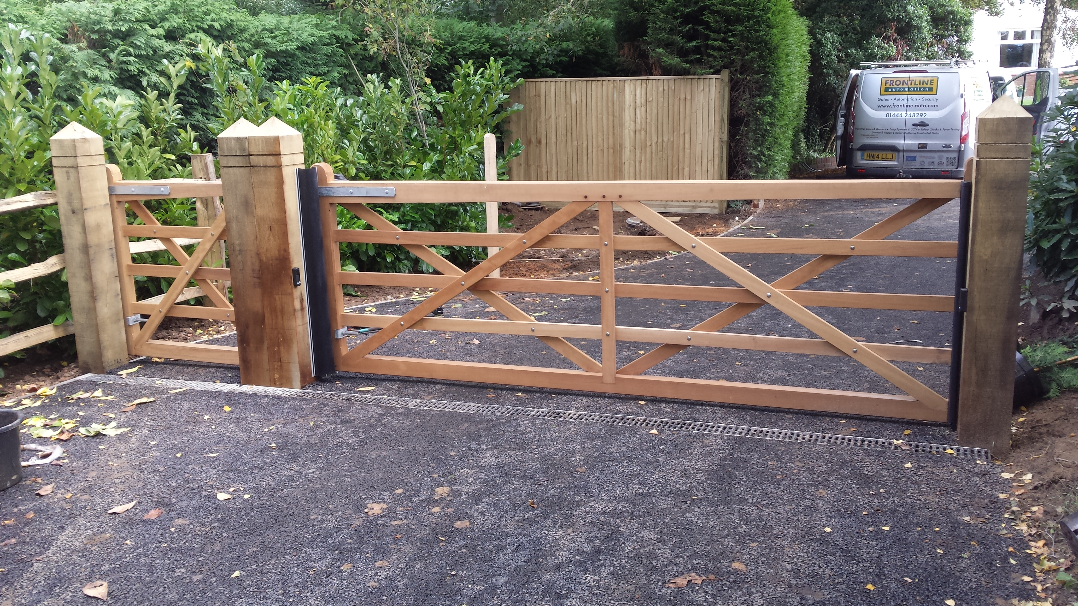 Wooden and timber gate gallery security railings for Single wooden driveway gates